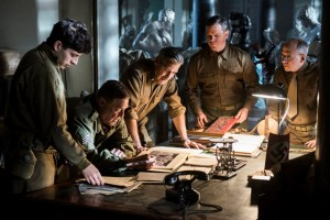 THE MONUMENTS OF MEN - 2014 FILM STILL - (l to r) Sam Epstein, John Goodman, George Clooney, Matt Damon and Bob Balaban - Photo Credit: Claudette Barius/Columbia Pictures and Twentieth Century Fox